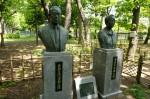 多胡夫妻銅像